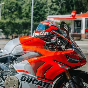 Everyday is a good day to ride, but Sunday is PERFECT. 🏍🌄 Do you agree? 🙋♂️🙋♀️   #bikerlife #sundayride #sundayrides #bikershop #bikerhelmet #motohelmet #motorradhelm #töffli #töff #motorradbekleidung #casquemoto #hobbymotoch #ciaobiker #motorcyclehelmet #motorcyclelifestyle #bikerlifestyle #ducati