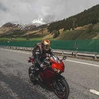 """ I limiti sono fatti per essere superati"" Tony Stark, Iron Man.  #swissbiker #hjchelmets #alpinestars #ironman #hjcrpha70 #gold #honda #cbr #locarno #ascona #motorcycle #bikelife #ride #instamoto #instamotorcycle #rider"