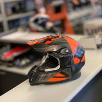 News 2️⃣0️⃣2️⃣0️⃣. Scorpion Vx-16 Air Mach  Black Matt/Orange  Disponibile subito in negozio 📍 Anche online 💻  #ciaobiker  #swissbike #hobbymoto #ticino #lugano #contone #motocross #scorpionhelmet #black #orange #new #2020 #bellinzona #swiss #lugano